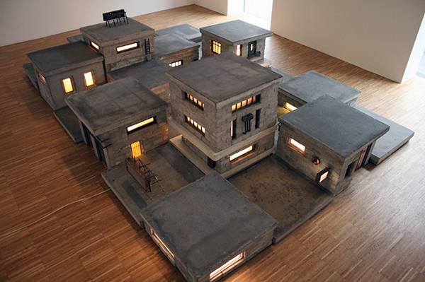 Stijn Bles - Broos - Beton, gips, hout, glas, metaal, plexiglas en elektra