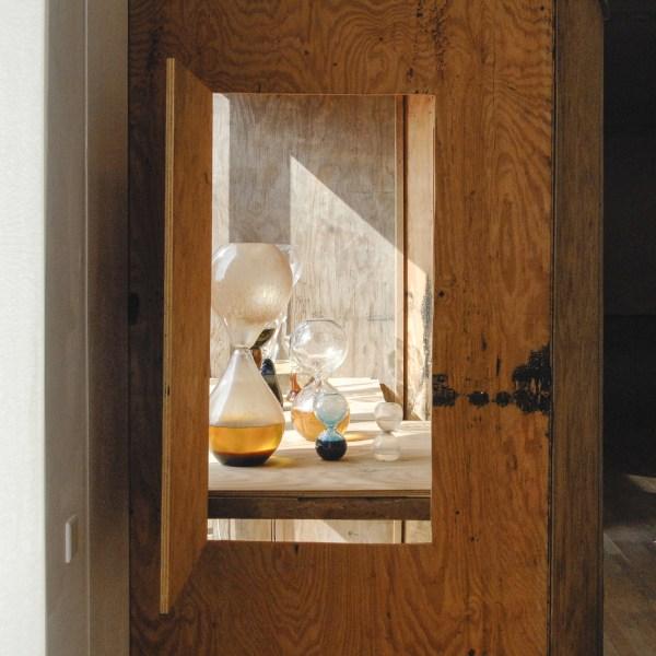 Suchan Kinoshita - Hok 1 - Hout en glas met diverse substanties 1996