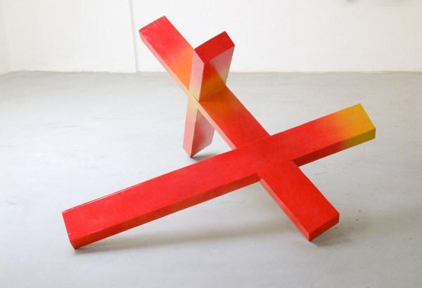 Tijl Orlando Frijns - Glow Sticks - 113x200x190cm Lak op grenen