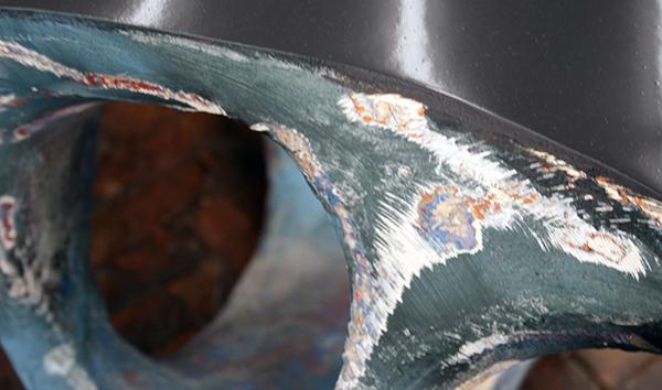 Wolfgang Flad - Ground - 56x42x255cm Hout, papier-mache, lak en verf (detail)