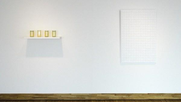 Wolfgang Laib - Blutenstaub von Kiefern - Stuifmeel van de grove den & Jan Schoonhoven - Relief 70-38 - Papiermache en witte latex