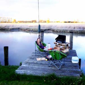LOST TRACK Reiseblog Aufbruchstimmung Party Abschied Langzeitreise Weltreise Wischhafen Werft Lagerfeuer