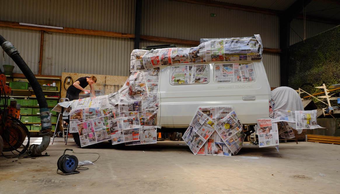 LOST TRACK Toyota Land Cruiser HZJ 78 lackieren Bildzeitung Kunstwerk LOST TRACK Reiseblog - Startschwierigkeiten Pleiten Pech und Pannen