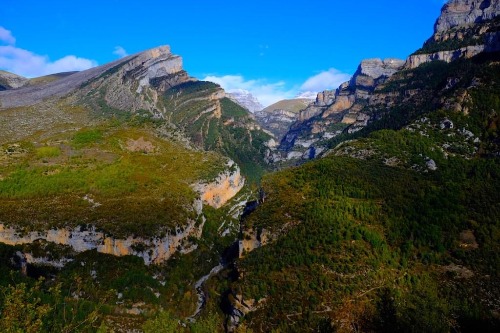 LOST TRACK Reiseblog Pyrenäen Spanien Toyota Land Cruiser offroad wild camping Bergpass Bergtal Herbst Herbstimpressionen Piste Ordesa Nationalpark Canyon Schlucht Rio Aso
