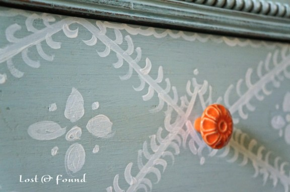 Painting-Furniture-with-Annie-Sloan-Chalk-Paint-10