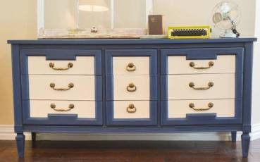 Painting-Furniture-With-Chalk-Paint-blue-white