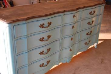Painting-Furniture-With-Chalk-Paint-blue-stained-top