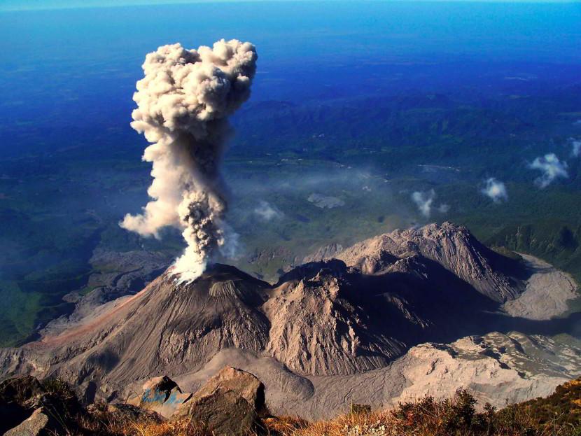 Erupcin del volcn de Fuego en Guatemala provoca columna