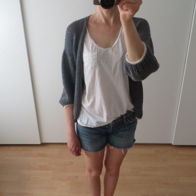 LOTILDA Luna Cardigan mit Jeans Short und T-Shirt