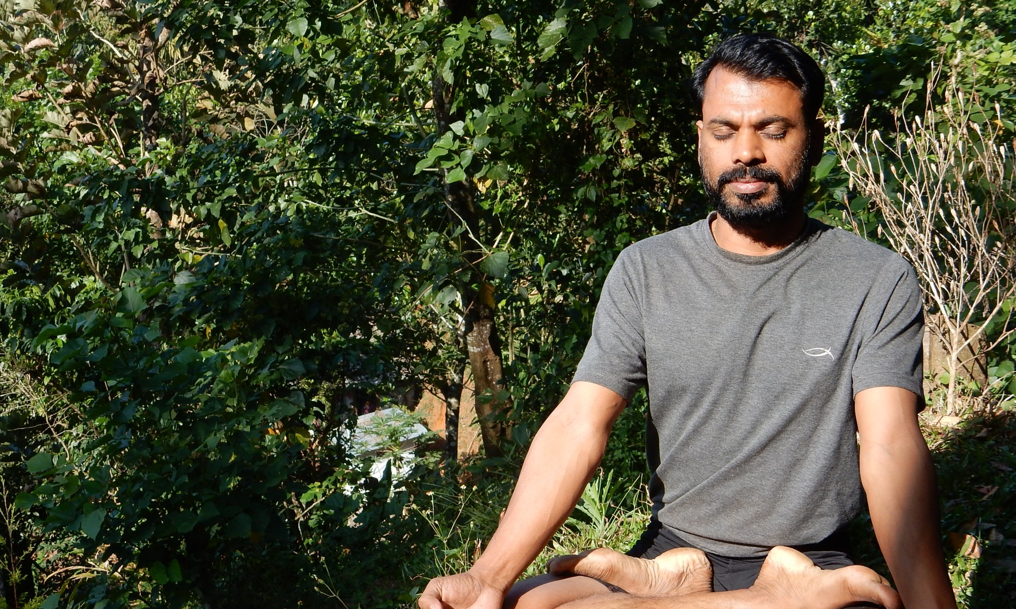 Outdoor Yoga mit Santhosh