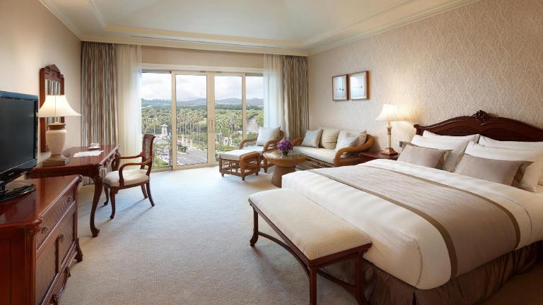 Luxury Hotel In The Heart Of Jeju Jungmun Resort Lotte