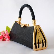 กระเป๋าคลัชออกงาน แฟชั่นเกาหลีหรูหราเข้าชุดราตรีสีสวย นำเข้า สีดำ - พรีออเดอร์AP2541 ราคา900บาท