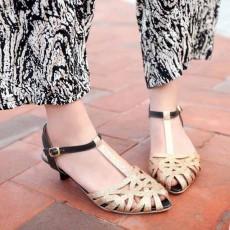รองเท้าส้นเตี้ย แต่งกากเพชรสไตล์หรูแบบดาราแฟชั่นเกาหลี นำเข้าไซส์34ถึง43 สีทอง - พรีออเดอร์RB2170 ราคา1490บาท