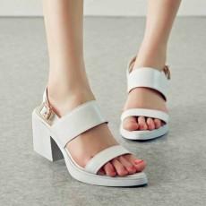 รองเท้าเพื่อสุขภาพ ดีไซน์รองเท้ามีส้นหนังแท้สวมสวยหรูหราแฟชั่นเกาหลี นำเข้า ไซส์34ถึง39 สีขาว - พรีออเดอร์RB2249 ราคา2100บาท
