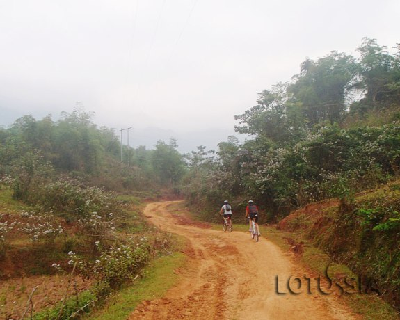 Best 2 Day Mai Chau Bike Tour from Hanoi