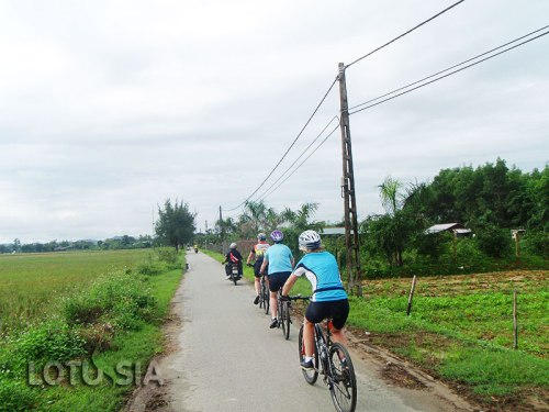 Cycling Hoi An to Hue
