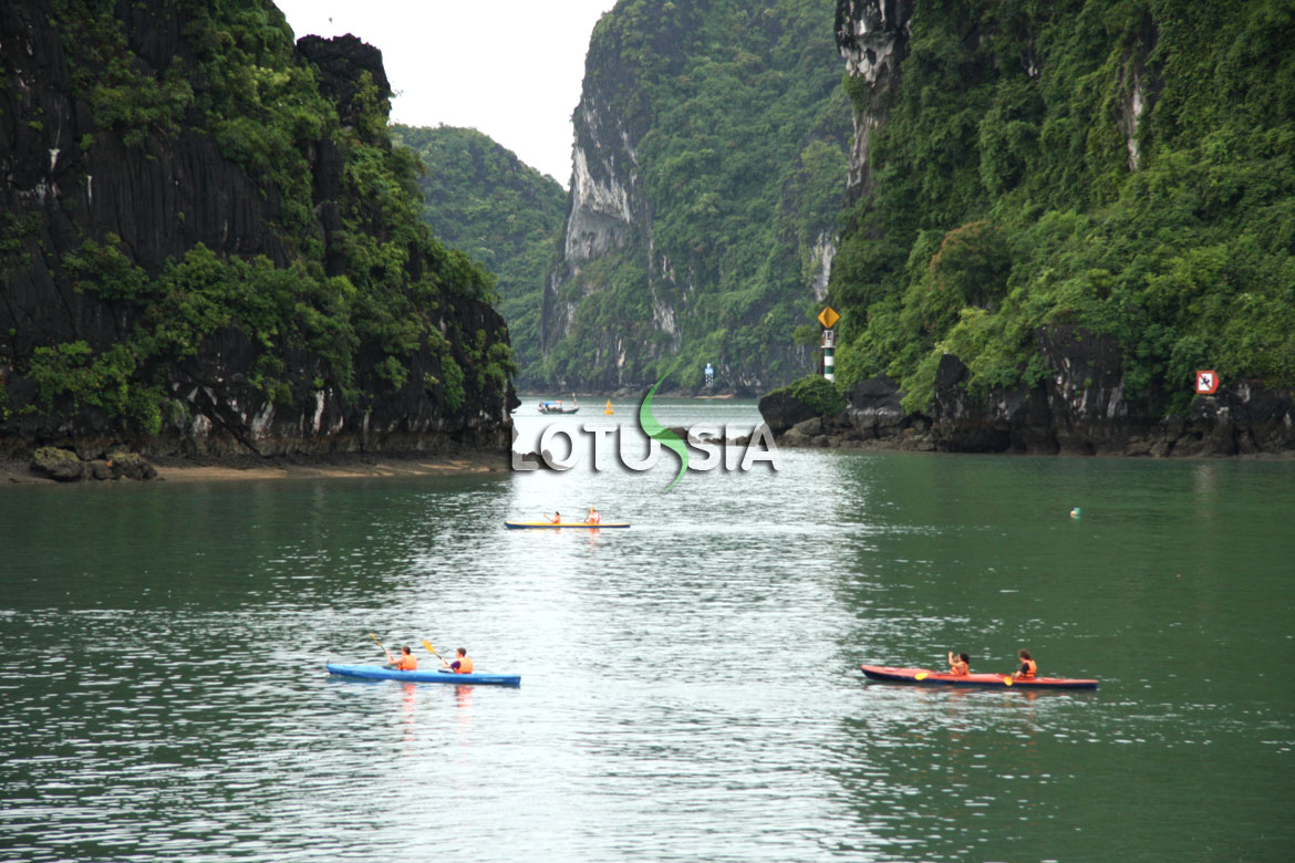 Halong Bay Kayaking Photo Gallery