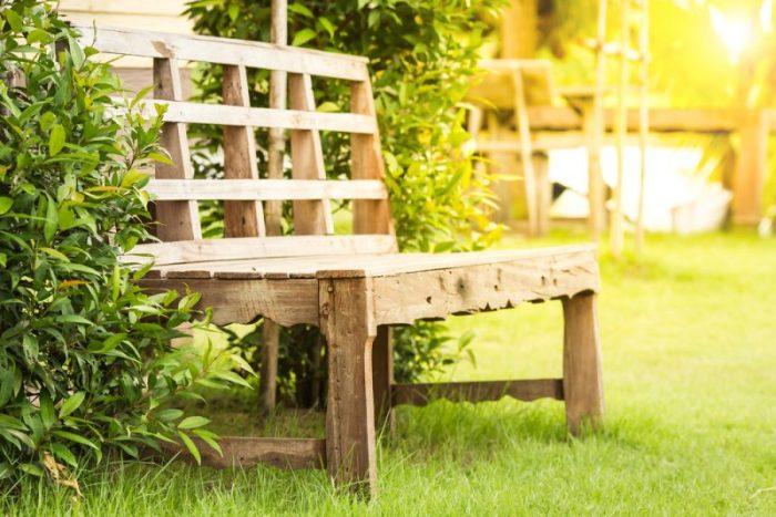 hoe onderhoud je houten tuinmeubelen