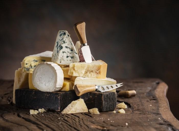 verschillende soorten kaas op en bij de gourmet