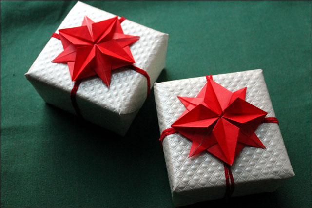 origami-stars-on-gifts