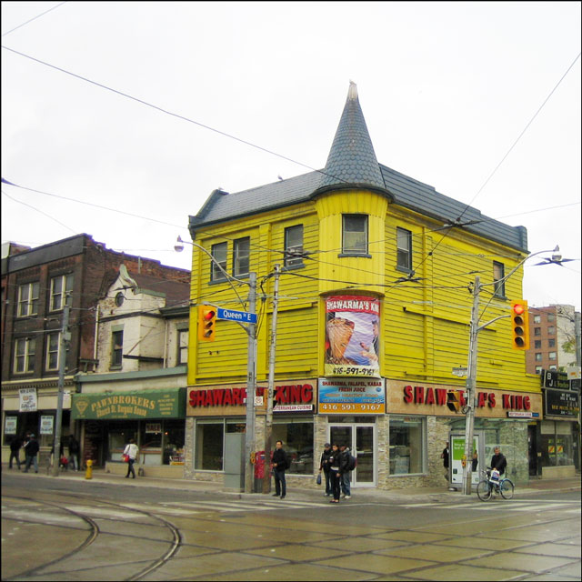 yellow-building-Queen-st-e-