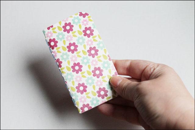 holding-small-handmade-note