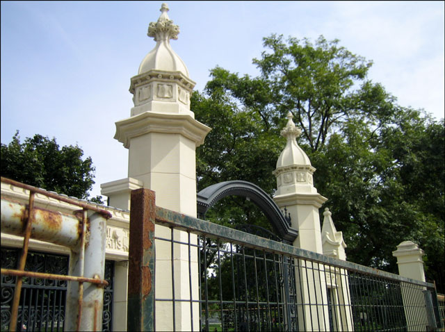 trinity-bellwoods-gate-repair summer 2012