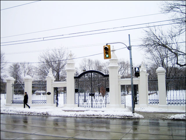 trinity-bellwoods-gate-winter