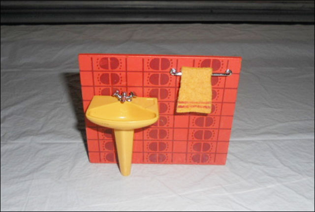 dollhouse-orange-sink-and-towel