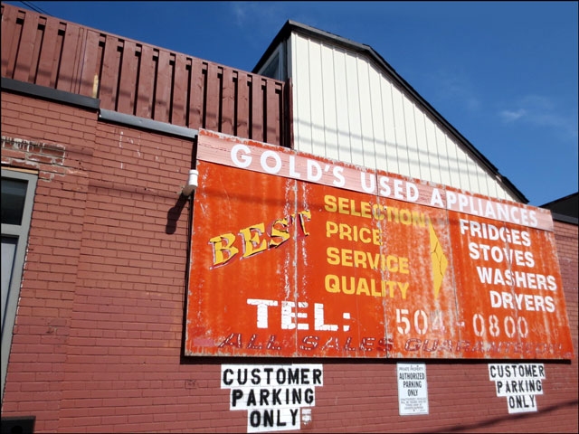 golds-used-appliances-sign