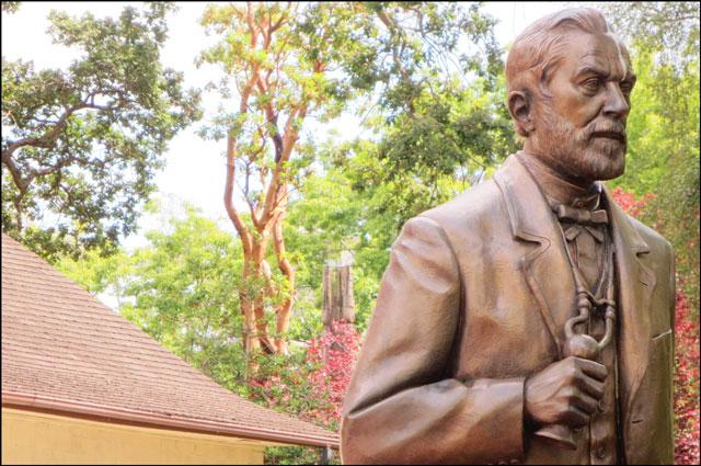 statue-of-dr-js-helmcken
