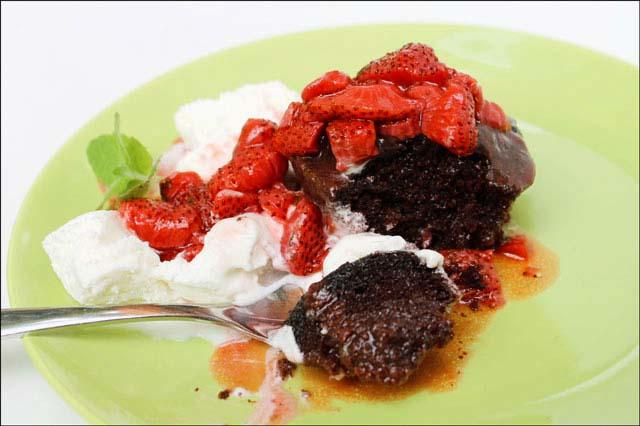 chocolate-cake-with-warm-strawberry sauce