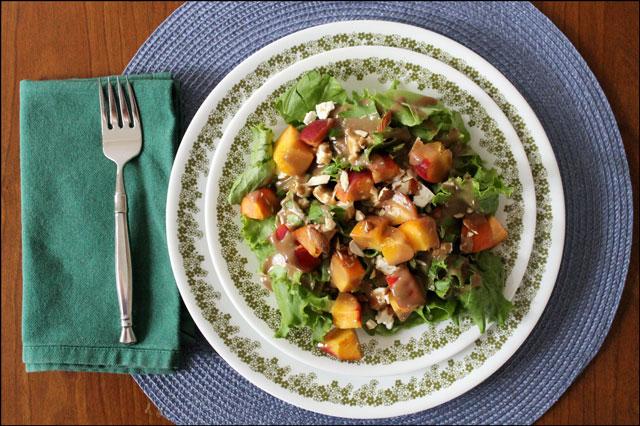 salad-with-peaches-feta-alm