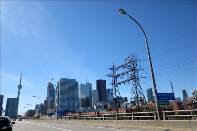 driving-into-toronto-from-e