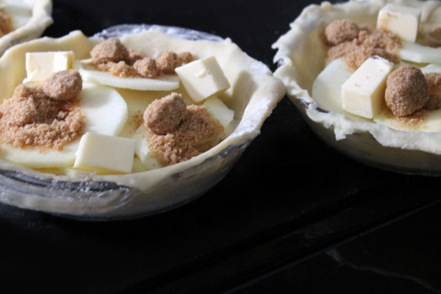 making-small-apple-pies