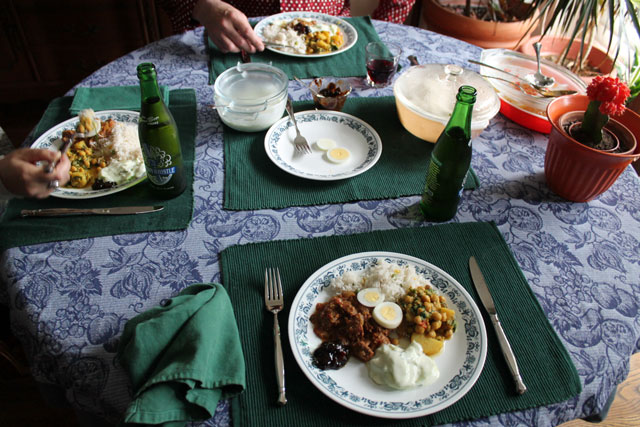 table-with-curry-dinner