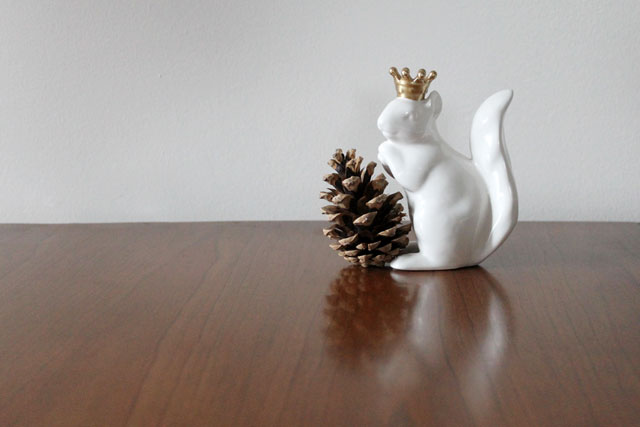 ceramic-squirrel-with-crown