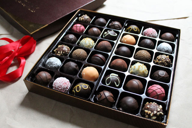 close-up-godiva-truffles