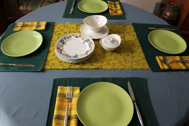 table-set-with-green-gold-and-blue-2
