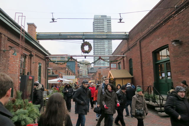 christmas-market-at-distillery-district