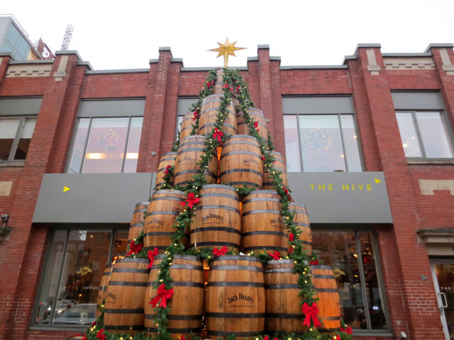 barrel-christmas-tree jack daniels king street