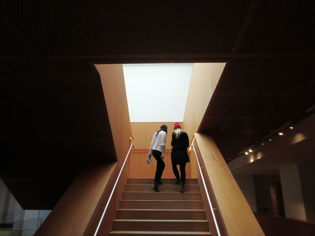 girls-on-stairs