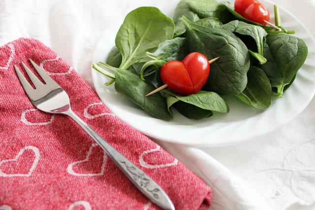 salad-with-tomato-hearts
