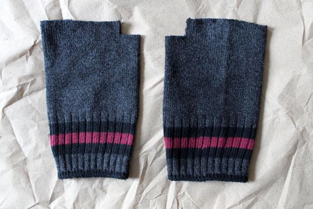 making-fingerless-gloves-from-socks-2