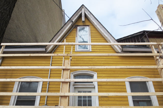 old-yellow-house-before-tear-down