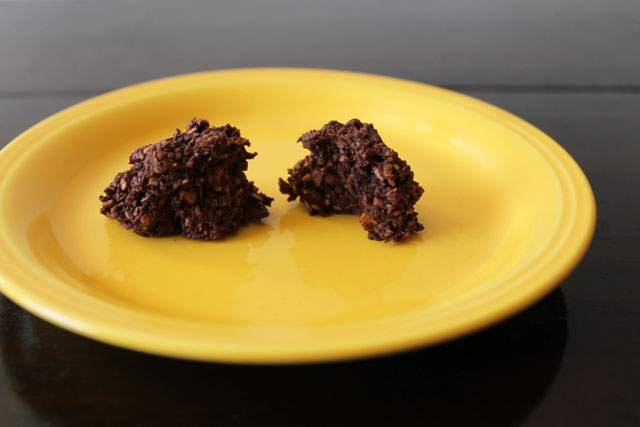 dark-chocolate-truffle-like-macaroons-smitten-kitchen-recipe
