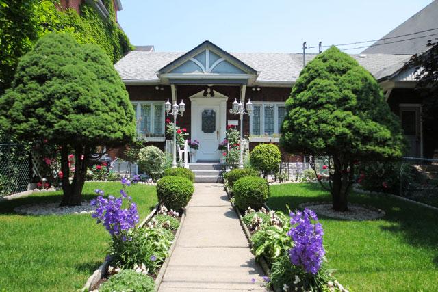 pretty-historic-house-toronto-june