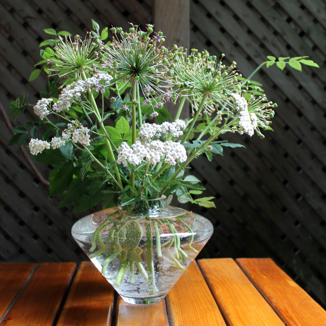 bouquet-of-garden-trimmings-in-a-vase-03