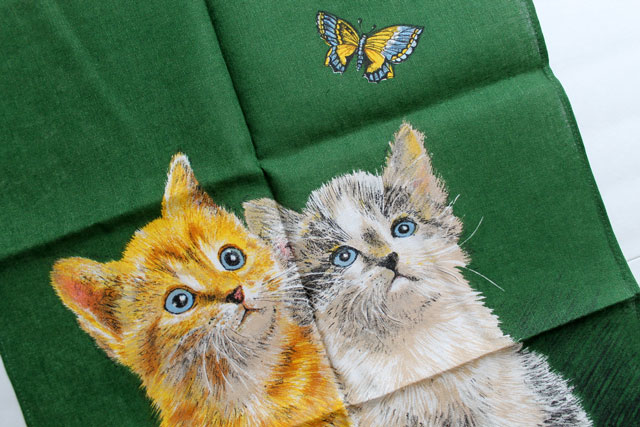 thrifted-vintage-kitten-tea-towel-close-up