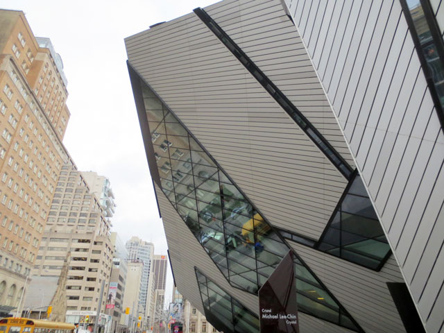 Michael-Lee-Chin-Crystal-and-old-building-royal-ontario-museum-toronto-3